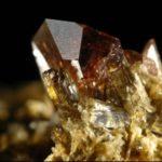 Камень аксинит — магические свойства и влияние «Слез Луны»